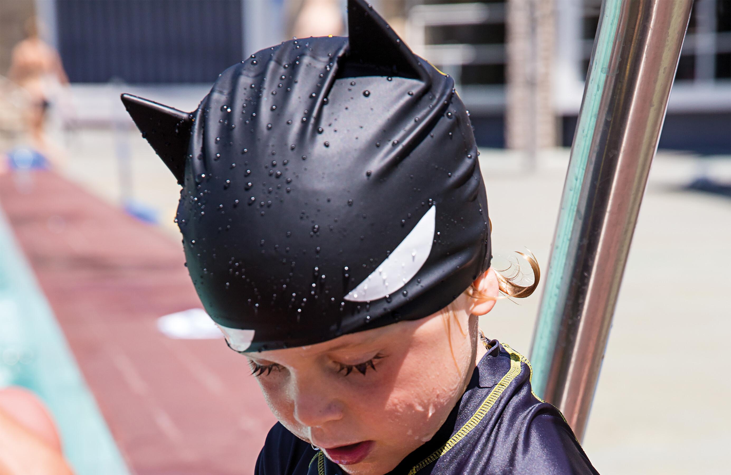 Zoggs Batman 3D Badmössa Barn svart - till fenomenalt pris på Bikester a224b65af0224